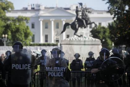 La Guardia Nacional, frente a una manifestación a metros de la Casa Blanca (Reuters)