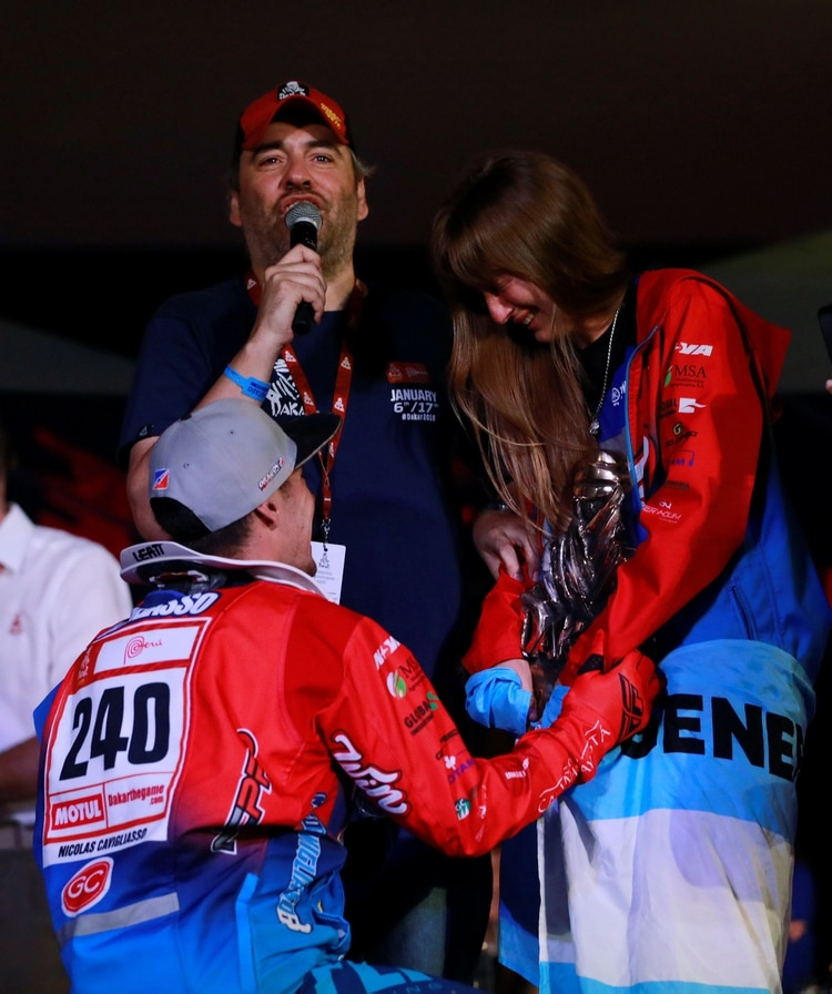 Dakar Rally – 2019 Peru Dakar Rally – 41st Dakar Edition Lima, Peru – January 17, 2019 Drag'on Rally's Nicolas Cavigliasso proposes to his girlfriend after winning the 2019 Dakar quads. REUTERS/Carlos Jasso