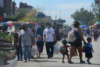 En la Feria Olimpo de Lomas de Zamora, las restricciones contra el COVID se cumplen de poco a casi nada (Maximiliano Luna)