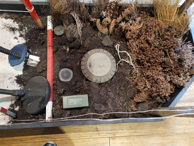 Estos son los diferentes modelos de las minas que se encuentran bajo la tierra de Malvinas