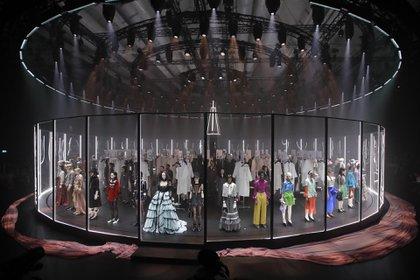 La espectacular puesta en escena del desfile de Gucci en el primer día de Milán Fashion Week (AP Photo/Luca Bruno)