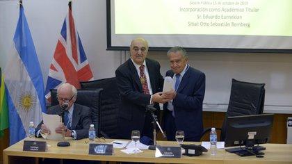 Eurnekian recibe el diploma como nuevo integrante de la Academia de Ciencias de la Empresa