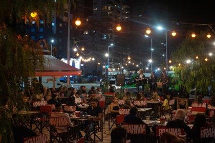 Las actividades nocturnas estarán restringidas en 118 municipios bonaerenses desde las próximas horas. (Foto: Diego Medina)