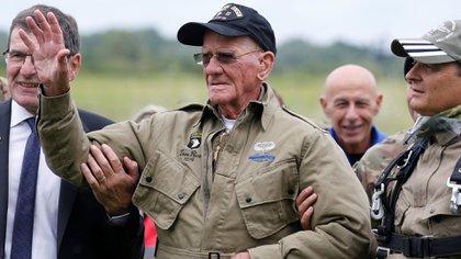 La esposa de Rice dijo que el veterano de guerra salta por todos aquellos que se sacrificaron durante la Segunda Guerra Mundial (Reuters)