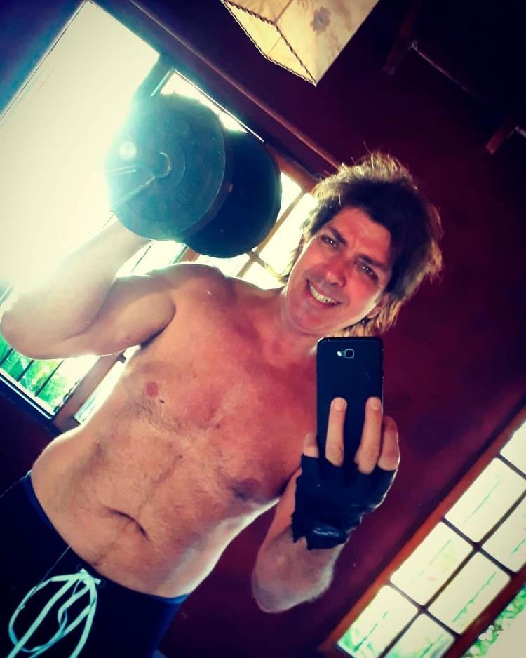Guillén entrenando en su casa en una foto reciente (Instagram @gustavoguillenok)