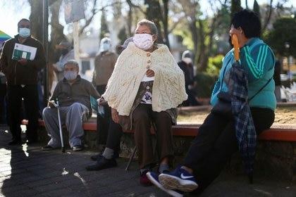 En México, el segundo grupo de vacunación objetivo contra COVID-19 es el que incluye a las personas con 60 años o más (Foto: Reuters / Edgard Garrido)