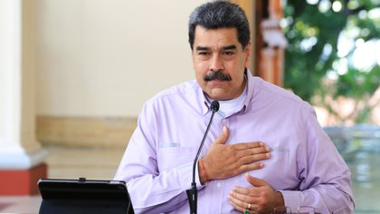 Fotografía cedida por prensa de Miraflores del presidente venezolano Nicolás Maduro (c) en una reunión con miembros de su gabinete, este domingo, en Caracas (Venezuela). EFE/PRENSA MIRAFLORES