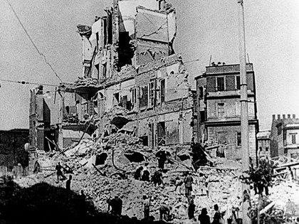 Escombros en Roma tras el devastador bombardeo del 19 de julio, el primero sobre la ciudad (AP Foto)