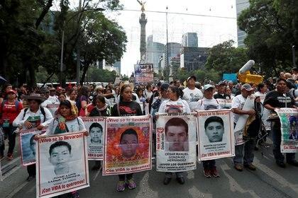 Marcha en 2018 por la desaparición de los 43 estudiantes de la normal de  Ayotzinapa Raul Isidro Burgos REUTERS/Henry Romero