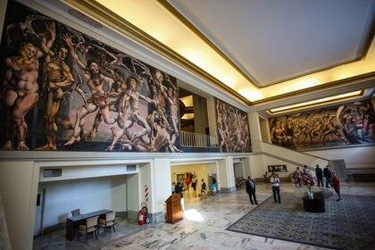 La imponente obra de Bustillo apenas se atraviesan las puertas giratorias del Provincial (Christian Heit)