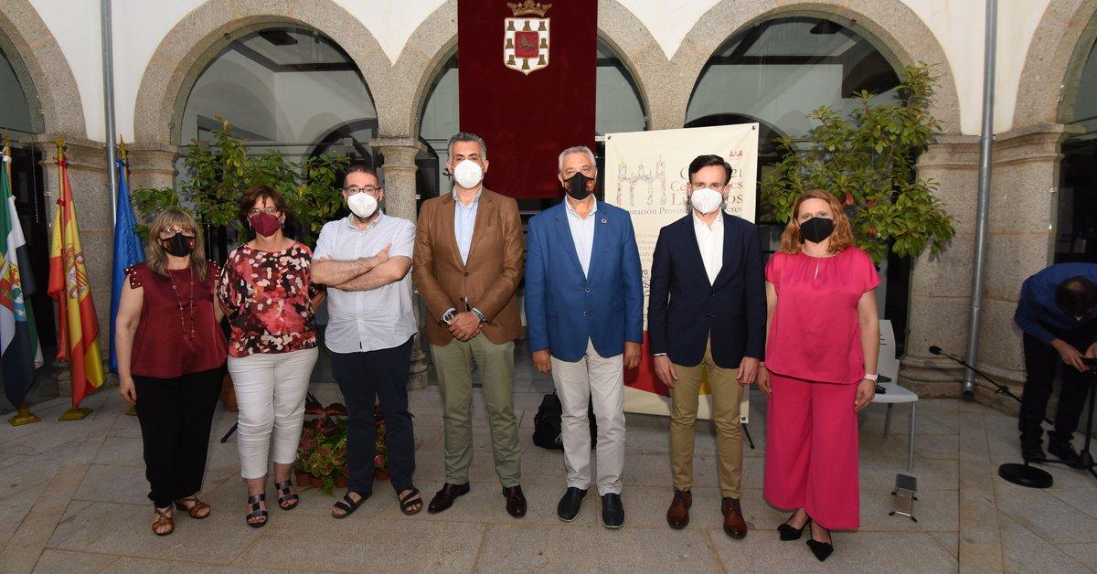 Roberto Villar wins the XXXI Ciudad de Coria Story Award with the work 'Variable humidity in Cabo de San Tadeo'