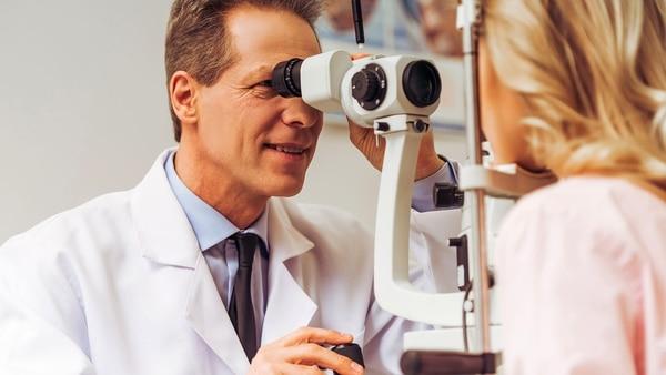 La degeneración macular asociada a la edad puede provocar discapacidad visual en el paciente y perjudicar su calidad de vida (Getty)