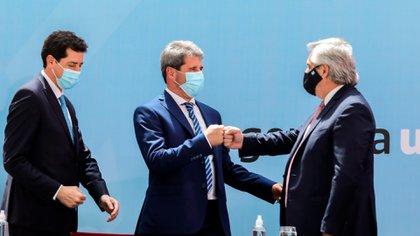 Alberto Fernández junto a Sergio Uñac, uno de los gobernadores que impulsan la suspensión de las PASO (Presidencia)