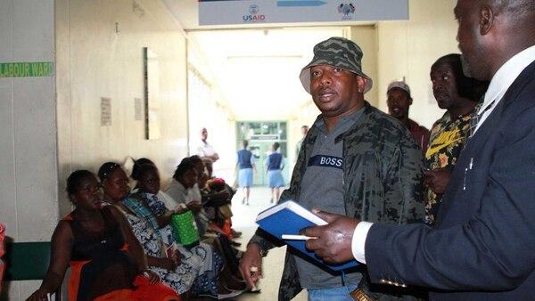 El gobernador de Nairobi, Micke Sonko, comandó el operativo