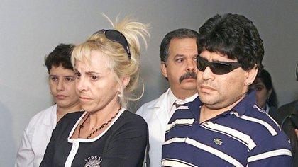 De un amor incondicional a una escándalo de difícil retorno: Claudia Villafañe y Diego Maradona