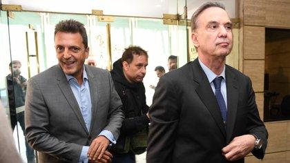 Junto a Miguel Pichetto en una de las reuniones que tuvo con los gobernadores del PJ