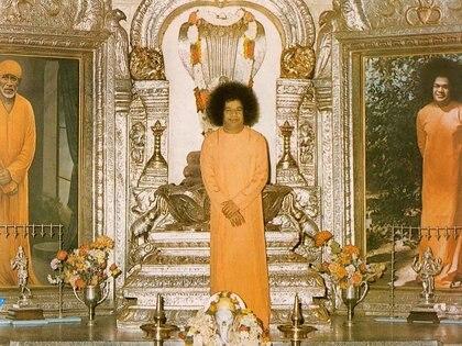 Sai Baba murió en 2011 pero sus devotos lo siguen venerando en 113 países.