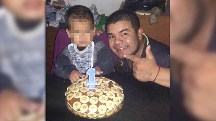 b68ca1772 Fabián González Rojas junto al tercer hijo que tuvo junto a Leonela Ayala,  también acusada