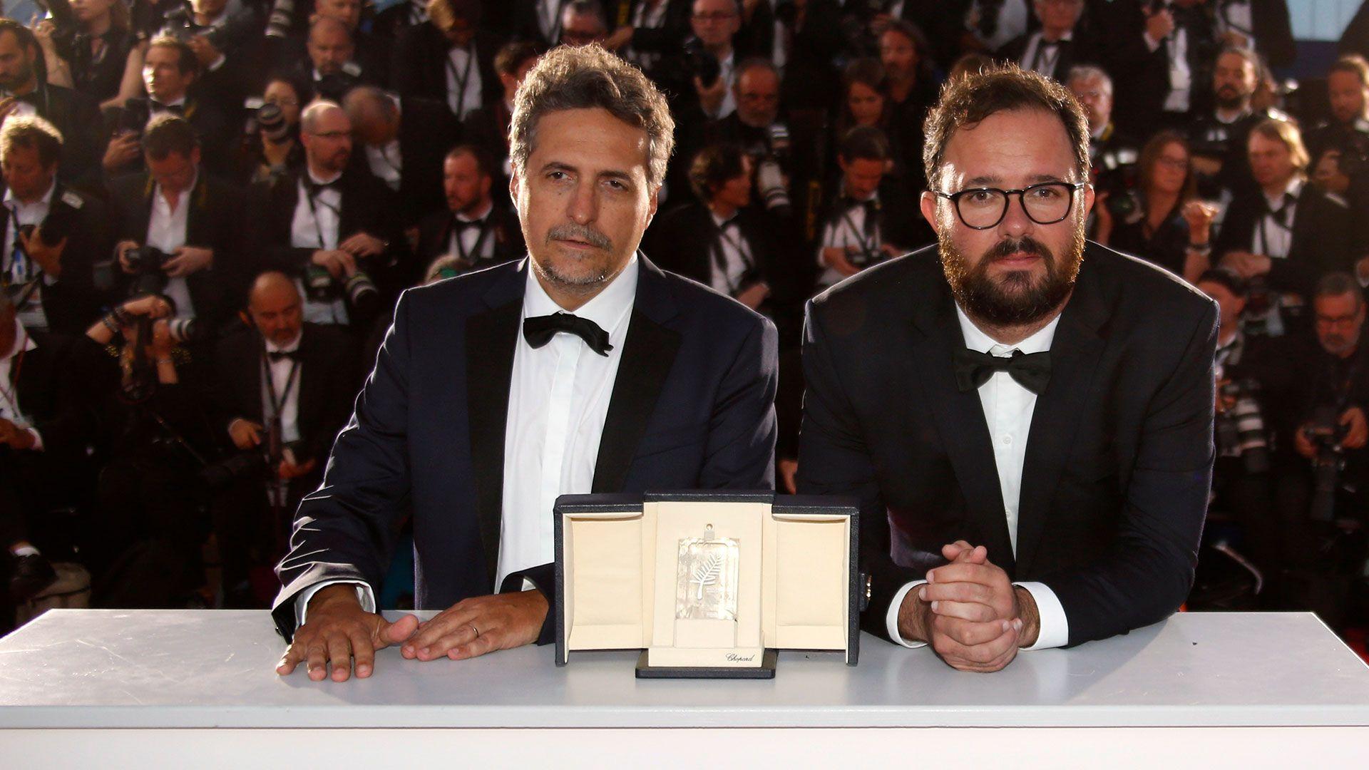 """Los directores brasileños Kleber Mendonça Filho y Juliano Dornelles por """"Bacurau"""" ganaron el premio """"ex aequo"""" del Jurado de la 72 edición del Festival de Cannes (Reuters)"""