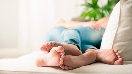"""na encuesta reciente reveló que al 27 por ciento de los británicos les gustaría usar su tiempo en cuarentena para """"tener más sexo"""" (Shutterstock)"""