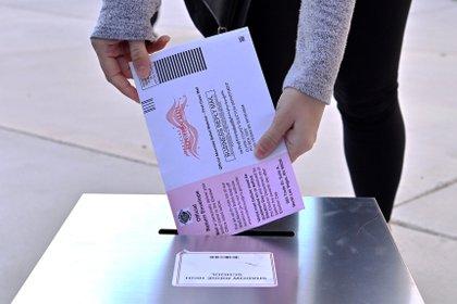 Más votantes de Nevada aprobaron el matrimonio igualitario que los que favorecieron a Joe Biden, quien ganó allí por el 50,1% de los sufragios (EFE/David Becker)