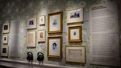 Una de las pintorescas paredes del Museo Casa Gardel donde dan testimonio de los primeros años en la vida del artista. (Martín Rosenzveig)