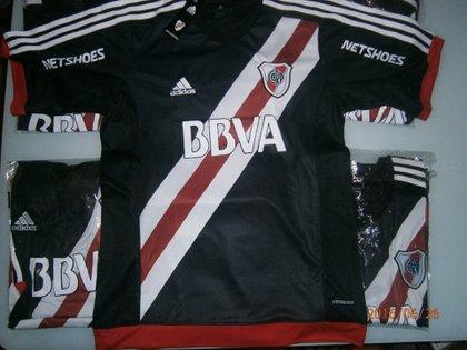 La camiseta en homenaje al director técnico. que River