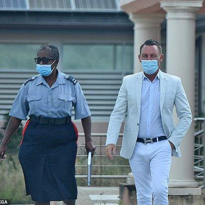 La pareja fue detenida luego de violar las restricciones sanitarias de la isla (Foto: MEGA)