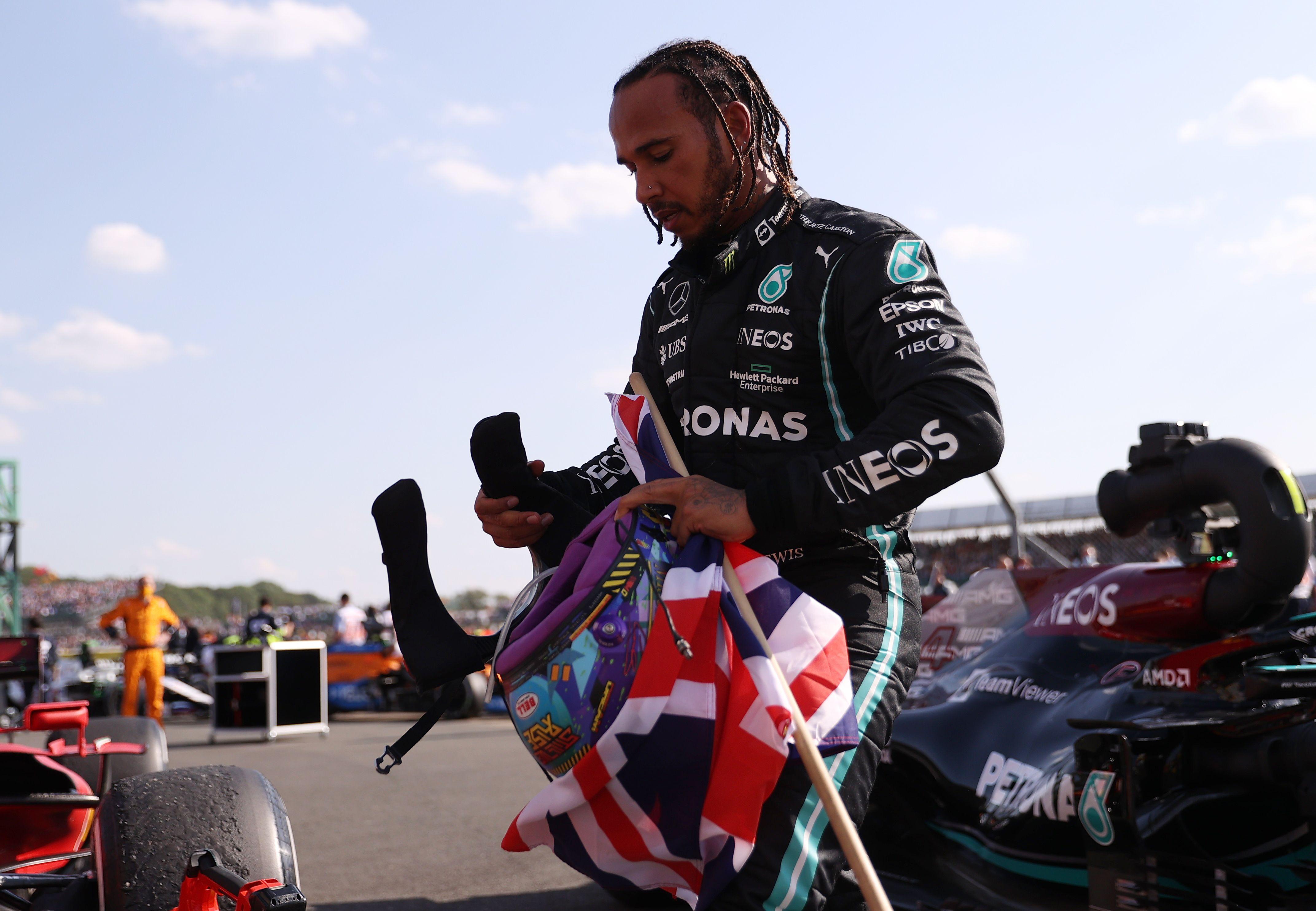 Lewis Hamilton fue víctima de insultos racistas en las redes (Reuters)