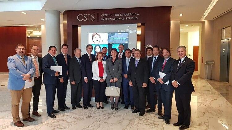 Parte de la delegación argentina que visitó al centro CSIS