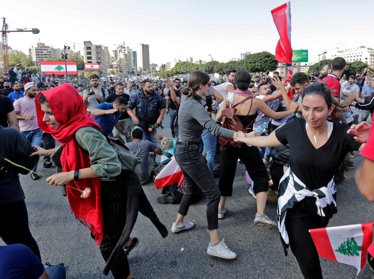 Las protestas por la corrupción y los cortes en los servicios públicos llevan ya casi dos semanas (ANWAR AMRO / AFP)