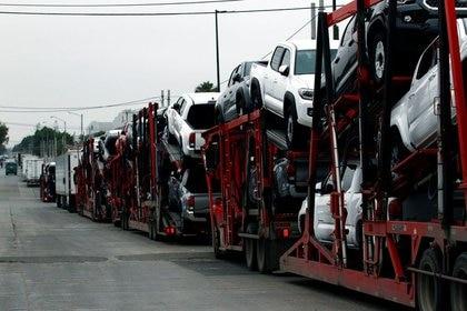 Las ventas de vehículos nuevos cayeron en todo 2020 en un 28% a tasa anual hasta 949,353 unidades, su menor nivel en casi una década, debido al declive en la demanda por la pandemia. (Fotos: Reuters)