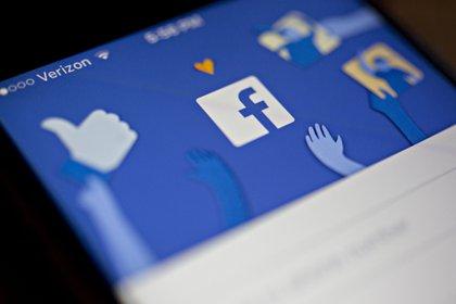 """HUD acusó que Facebook """"discrimina ilegalmente por motivos de raza, color, nacionalidad, religión, estado familiar, sexo y discapacidad, al restringir quiénes pueden ver anuncios relacionados con la vivienda"""" Foto: (Archivo)"""