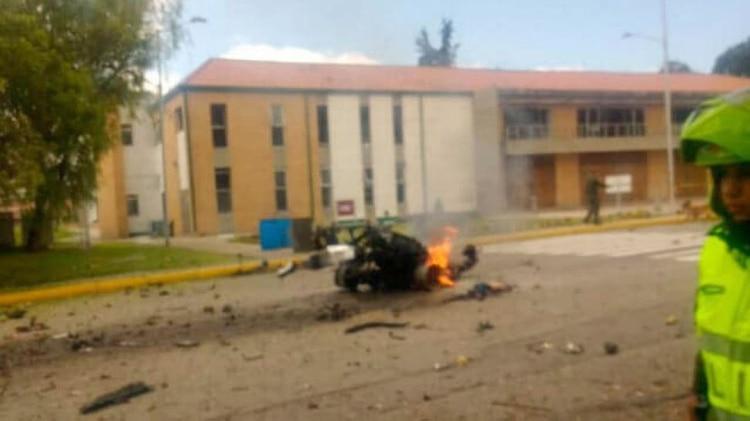Uno de los muertos sería el conductor del coche bomba, en un acto suicida