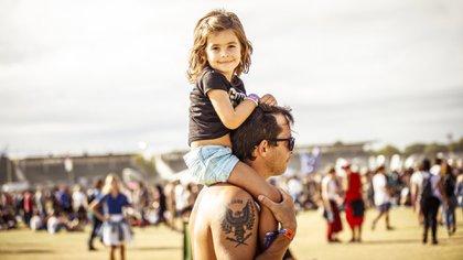 Padres e hijos disfrutan del Lollapalooza