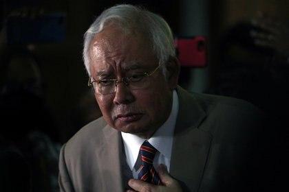 Najib Razak en las afueras del Tribunal Superior de Kuala Lumpur, el 28 de julio de 2020 (REUTERS/Lim Huey Teng)