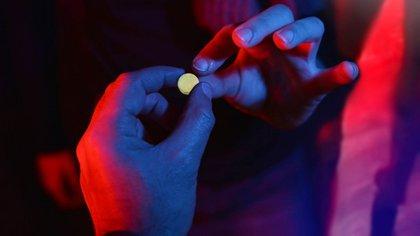 El consumo de pastillas de éxtasis es común en fiestas electrónicas (iStock)