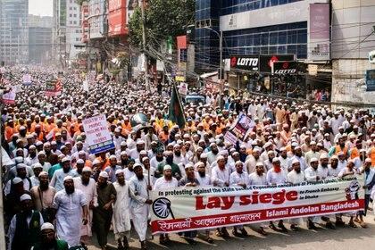 La protesta contra Francia de militantes de un partido islamista en Dhaka, Bangladesh (REUTERS/Stringer)