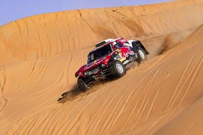 En acción sobre el MINI con el que venció en Arabia Saudita (Prensa Red Bull).