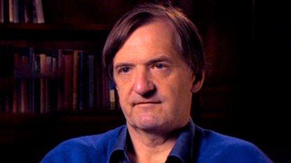 John P. Moore es virólogo y profesor de microbiología e inmunología. Trabaja en investigación de vacunas en Weill Cornell Medicine de la Universidad de Cornell, en Nueva York, Estados Unidos
