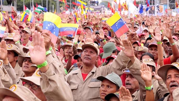 Las milicias bolivarianas podrían ser destinatarias de la nueva subametralladora (@NicolasMaduro)