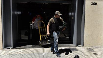 Allanamiento en el Banco Columbia (Adrián Escándar)