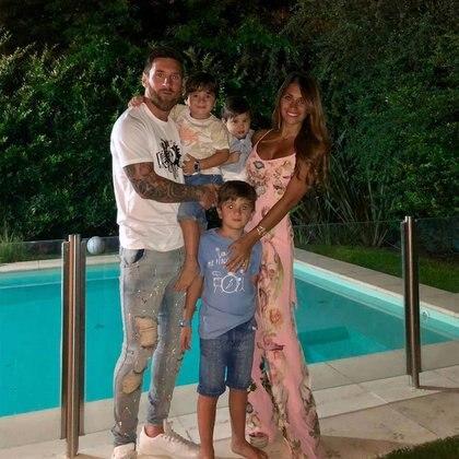 Leo y Antonela con sus tres hijos: Thiago, Mateo y Ciro. (Foto: Instagram)
