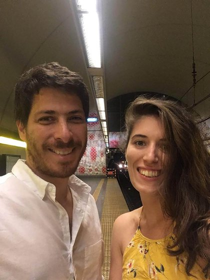 """A mediados de 2019, Sofía aplicó a una beca para estudiar """"Escenografía y Arquitectura Efímera"""" en Madrid. Se la otorgaron. Su novio, Ignacio, decidió acompañarla y así emprendieron esta aventura"""