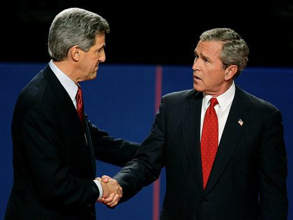 Kerry, en uno de los debates presidencial en 2004. El entonces candidato demócrata perdió la contienda frente a George W. Bush, que logró su reeleción.