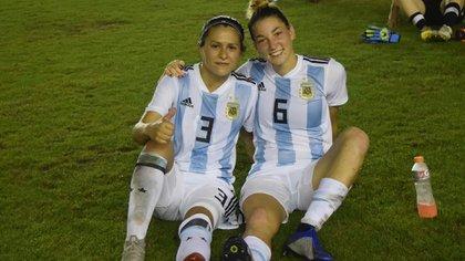 Stábile y Cometti, con la camiseta de la selección argentina (AFA)