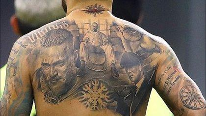 Nicolás Otamendi es fanático de Vikingos, Breaking Bad y Peaky Blinders (@City_Xtra)