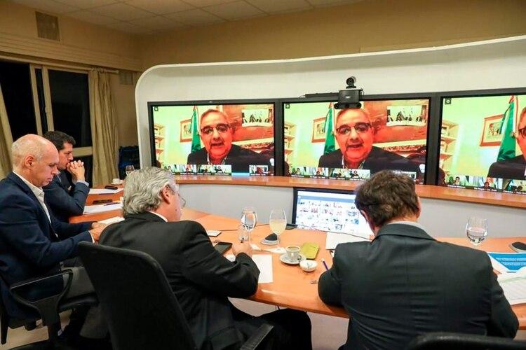 El gobernador catamarqueño durante una de las videoconferencia que encabezó el presidente Alberto Fernández (Twitter: @RaulJalil_ok)