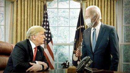 Donald Trump y Joe Biden en el Salón Oval de la Casa Blanca (Reuters / Fotomontaje de Mariano Llanes - Infobae)