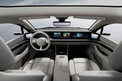 Sony presentó su auto, el Vision S, con un habitáculo repleto de pantallas. (Sony)